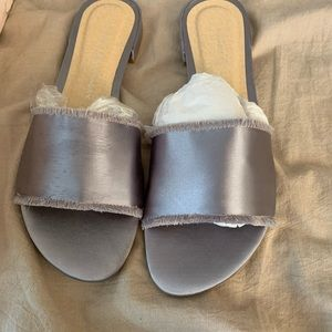 NWT Chinese Laundry Pattie slides - pewter colored